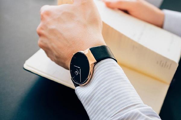 时尚男士蓝色表面个性手表 稳达时厂家直销 .jpg
